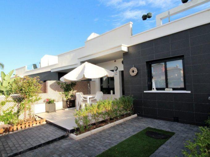 Bungalow en Orihuela Costa con solarium, parking y piscina
