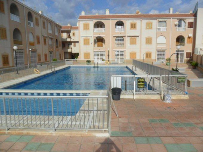 Apartamento en Torrevieja de 3 dormitorios y piscina al pie de la playa