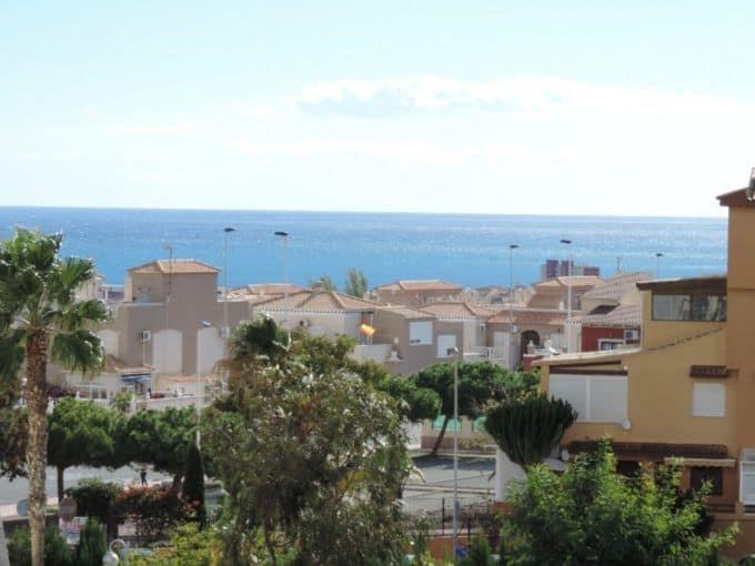 Apartamento en Torrevieja con vistas panorámicas al mar
