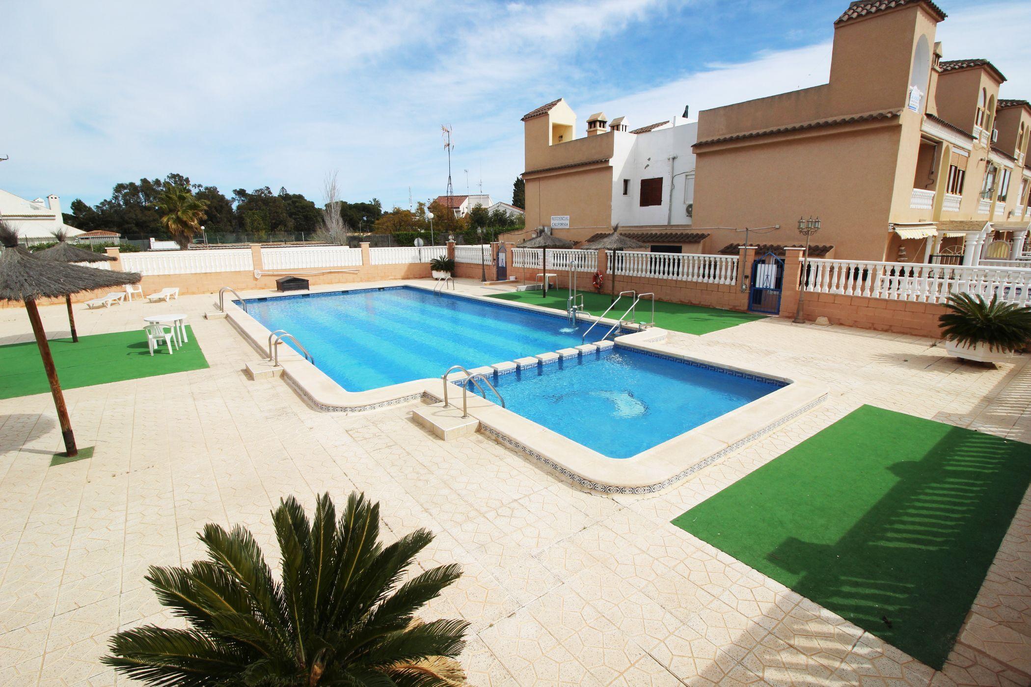 Bungalow en Punta Prima en planta baja de 1 dormitorio con piscina