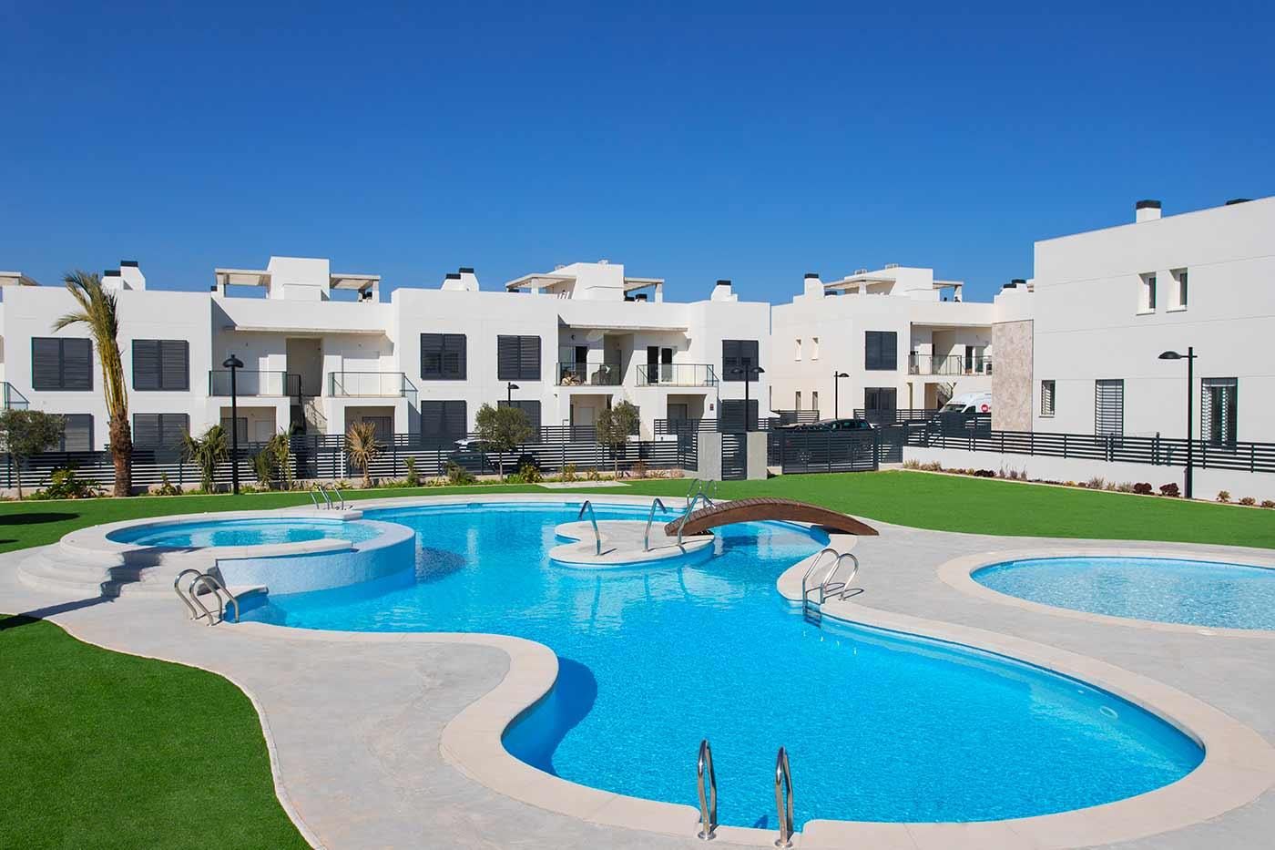 Breezes – Bungalow en Torrevieja de obra nueva con piscina y garaje