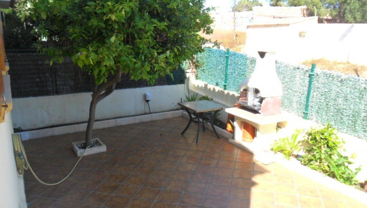 Bungalow con sotano y piscina en Aguas Nuevas