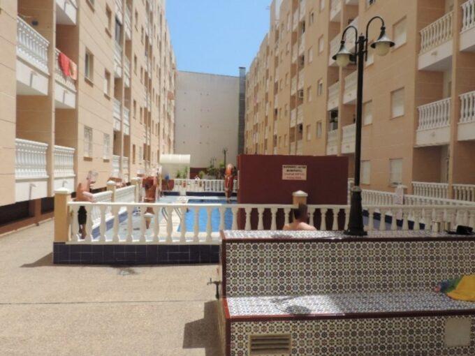 Apartamento de 2 dormitorios con piscina y garaje en Playa del Cura de Torrevieja