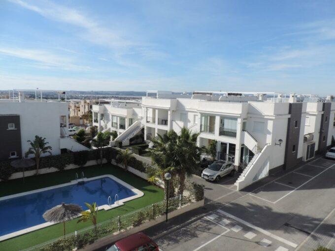 Moderno bungalow en planta alta con solarium en urbanización Vista Bella
